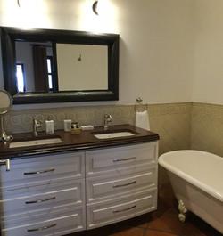 S29 master 1 N bath with tub