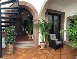 S29 entry center courtyard with caracol.