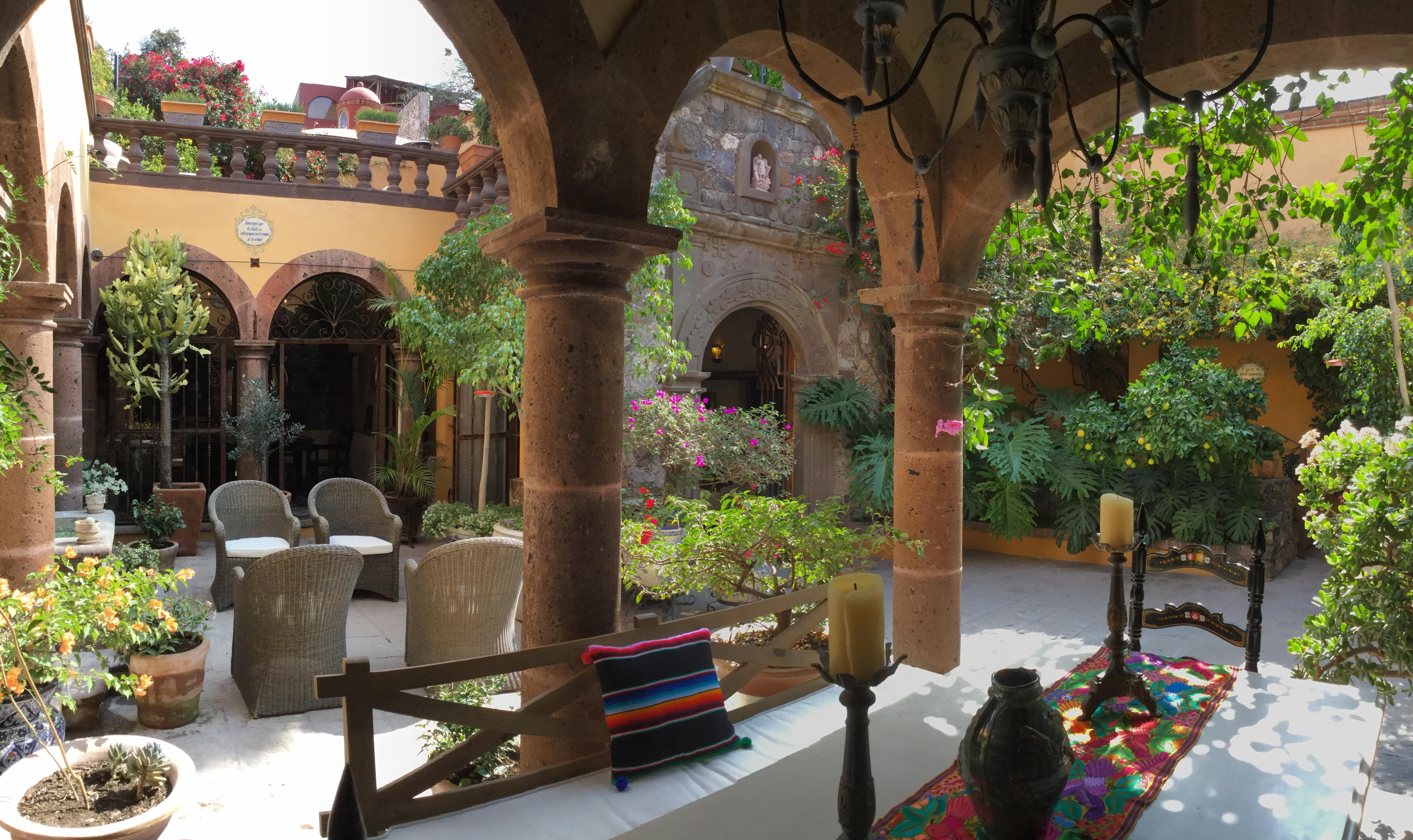 Casa Barranca outdoor seating with dinin