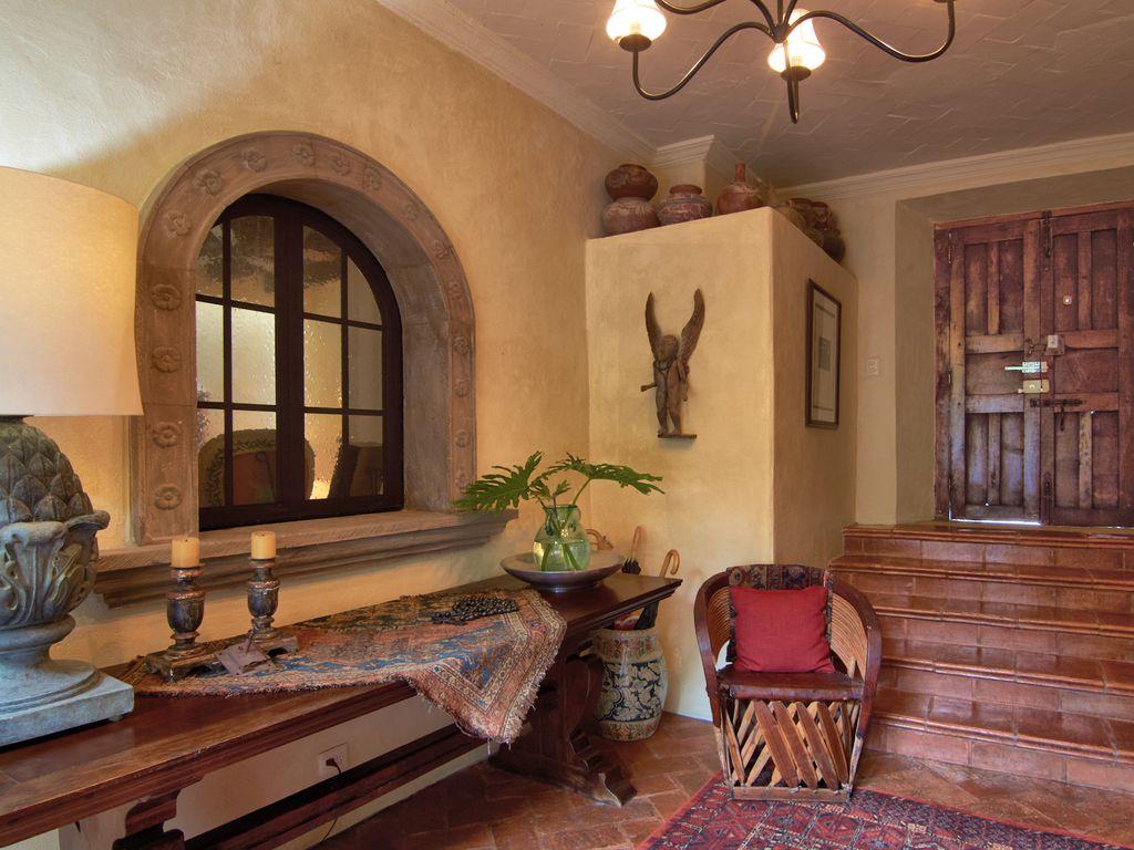 Casa Dos Cisnes entry stairway