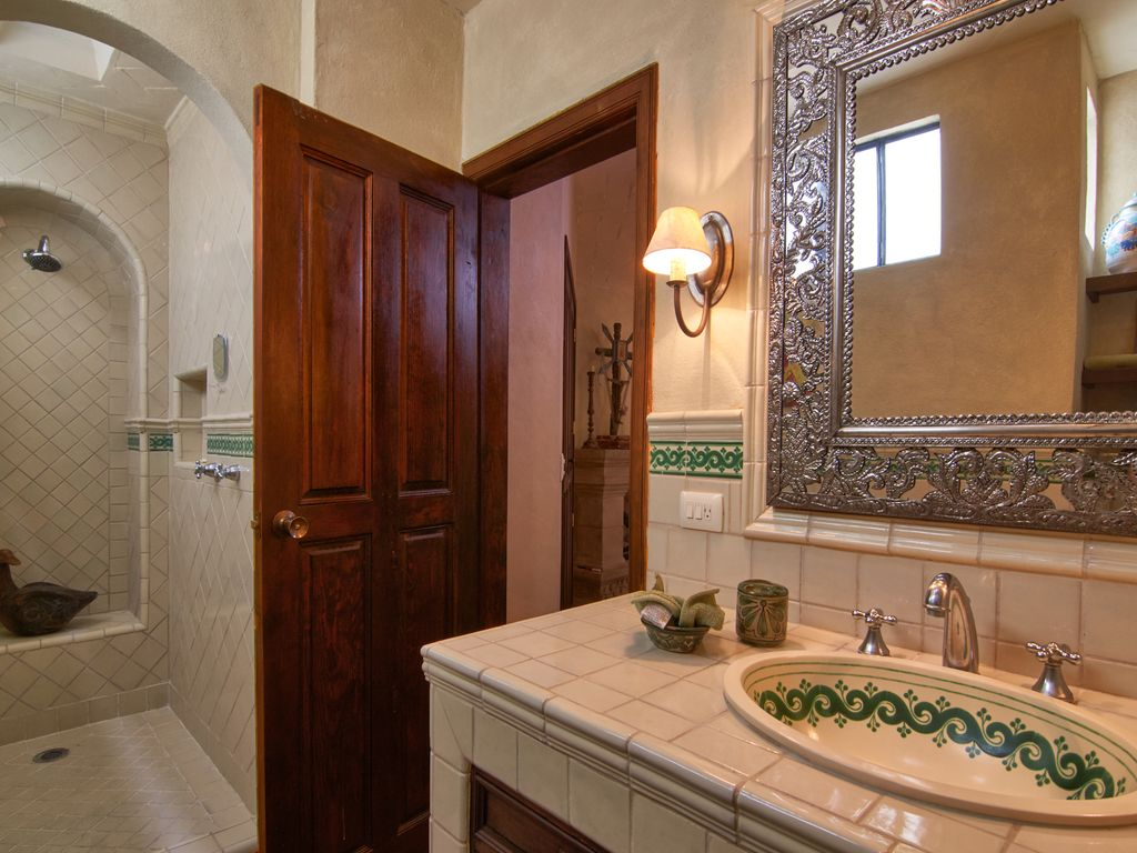Casa Dos Cisnes master bath with shower.