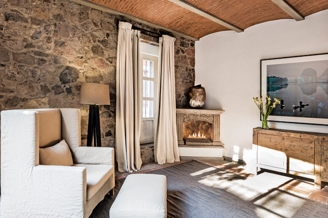 Casa Garita 17B master bedroom fp