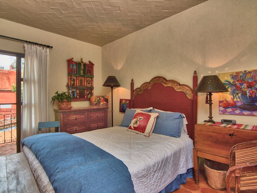 Casa Dos Cisnes bedroom 3 with fireplace