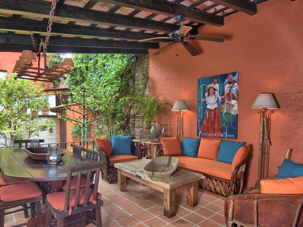 Casa Dos Cisnes outdoor sala dining tabl
