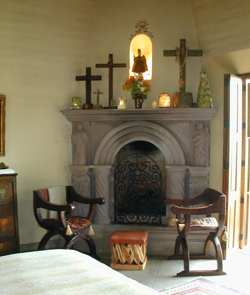 14-Vista room fireplace