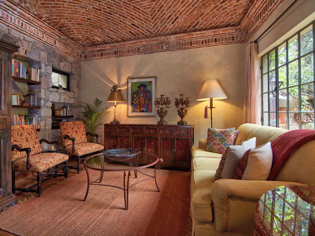 Casa Dos Cisnes living room