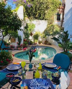 Casa Joanna dining poolside