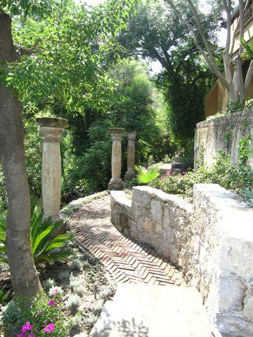 villaelcerrito_08 garden path