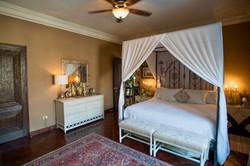 Casa Tres Angeles guest rm king canopy .