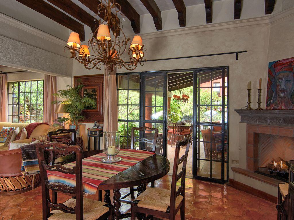 Casa Dos Cisnes dining room to patio
