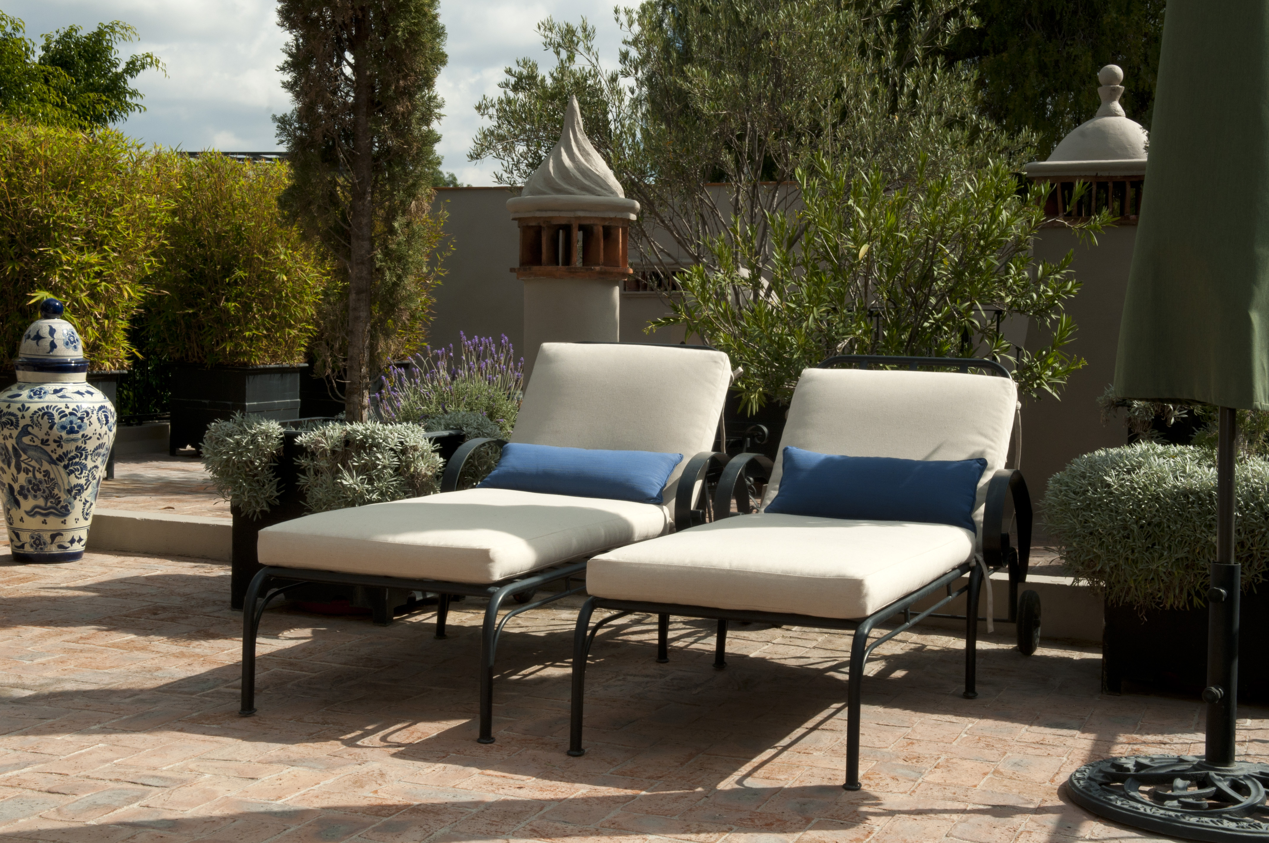 Casa Alegria roof terrace lounge chairs