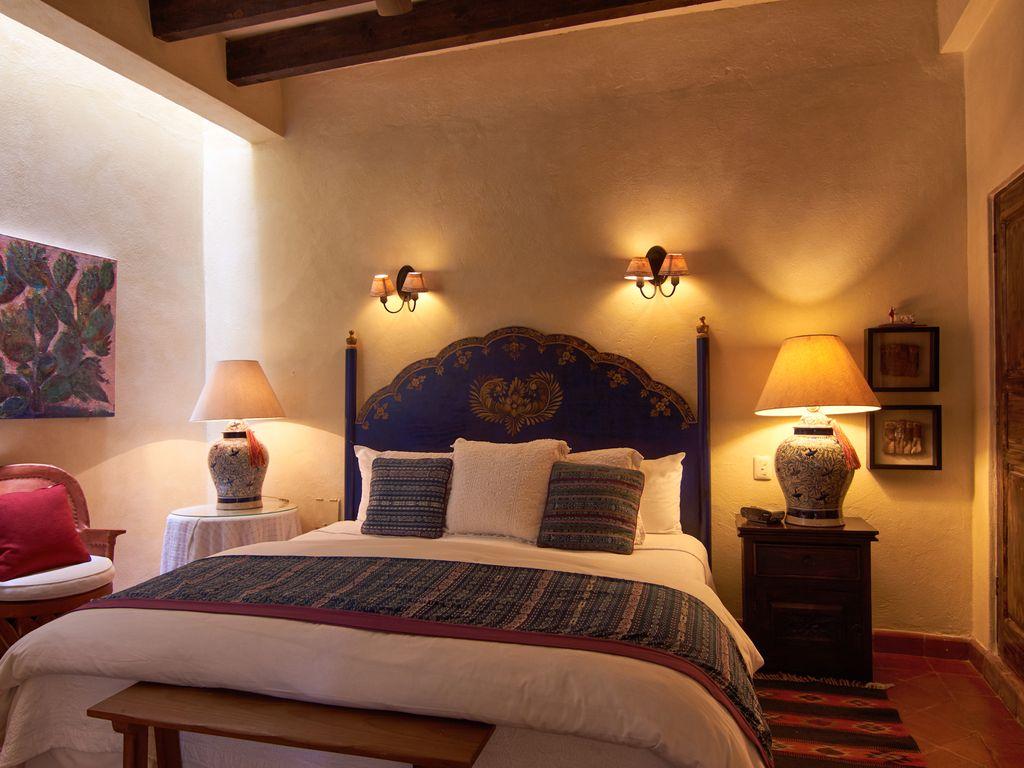 Casa Dos Cisnes bedroom 2 with fireplace