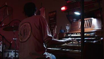 BILLY ON ORGAN