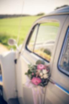 voiture décoration fleurs