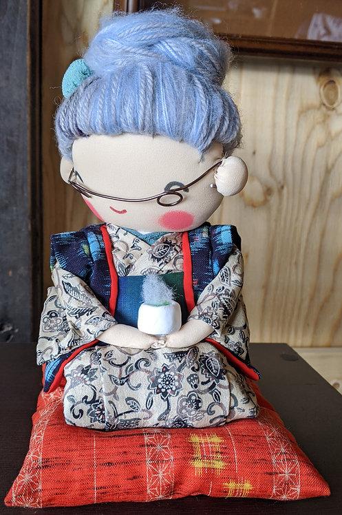 癒しのばあちゃんシリーズ「おすわりばあちゃん  」