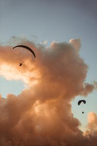 wolken_mit_paragliding-2.jpg