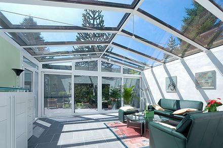 Wintergarten in Siegburg zum Wohnen aus ISO-Glas und Aluminium. Der schlüsselfertige Wintergarten in Siegburg wurde sehr preisgünstig mit sehr kleinen Wintergarten Kosten angebaut. Innerhalb kurzer Zeit mit einem günstigen zuverlässigen Wintergarten Preis