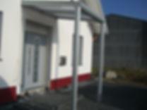Preisgünstige Haustür Überdachung Vordach Freche-Hürth bei Köln. Verschiedene Ausführungen. Haustür Überdachung, Vordach Preise,Angebote und Lieferung auf Anfrage wegen Anfertigung.
