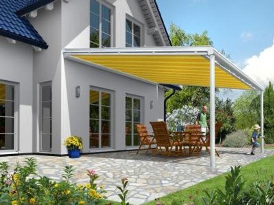 Terrassendach Markise als Sonnenschutz zur Beschattung der Terrasse. Diese Markisen werden unter den Terrassenüberdachungen montiert. Markisen von Wintergarten-Solution in NRW