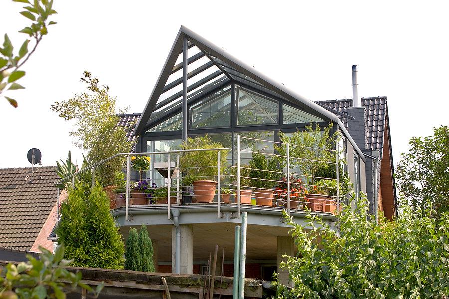 Wintergarten Düsseldorf, große Wintergarten Möglichkeit in Düsseldorf aus Iso-Glas und Aluminium als Anbau. Preisgünstige Kosten schlüsselfertig gebaut mit wenig ernergie zum kleinen Preis
