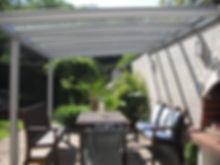 Moderne Terrassenüberdachung, Überdachungen aus Aluminium und VSG Glasdach. Diese Terrassen-Überdachung steht als Wetterschutz in Eschweiler zwischen Düren und Aachen.Großes modernes Aluminium Terrassendach von Wintergarten-Solution.