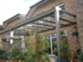 Terrassendach in Ratingen als Sommergarten. Die Terrassenüberdachung in Ratingen mit Glasschiebetüren als Kalt-Wintergarten. Das Terrassendach wurde zu einem Kalt-Wintergarten in Ratingen mit wenig Kosten schlüsselfertig ausgebaut.