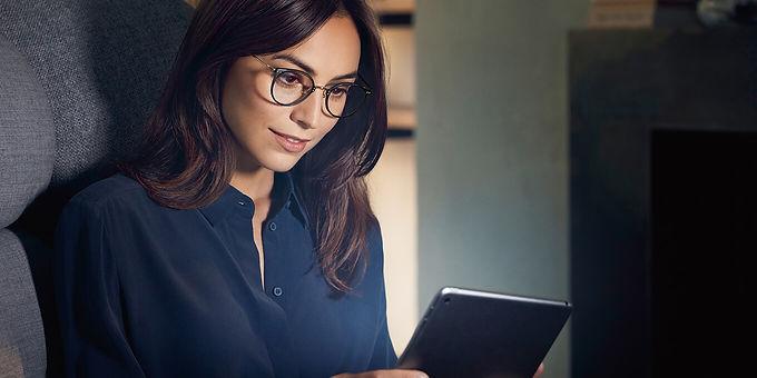 แว่นตาอ่านหนังสือจาก_Rodenstock_desktop.