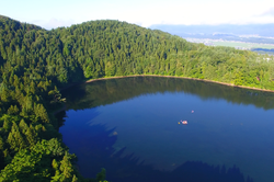 山々に囲まれた北竜湖