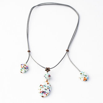 collier 4 perles blanc et couleurs