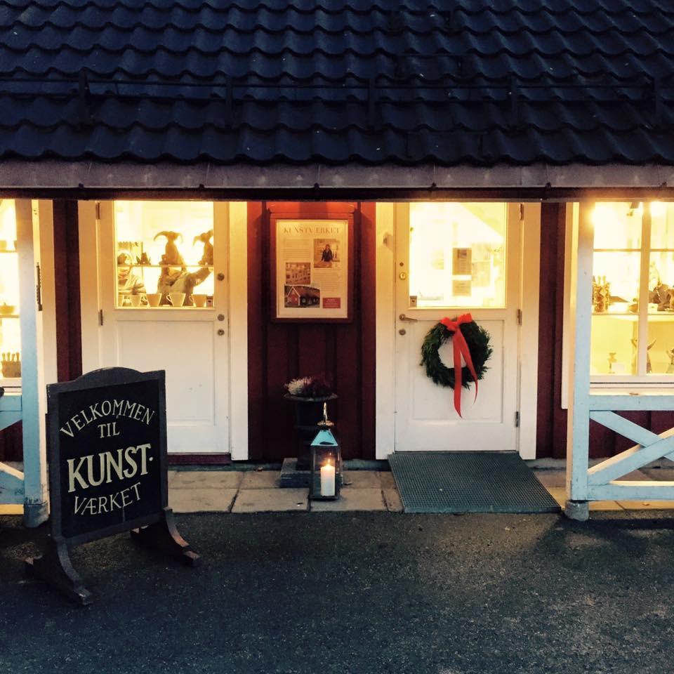 Unike julegaver får du på kunstværket Bærums Verk, hun har glasskunst jeg har blåst.