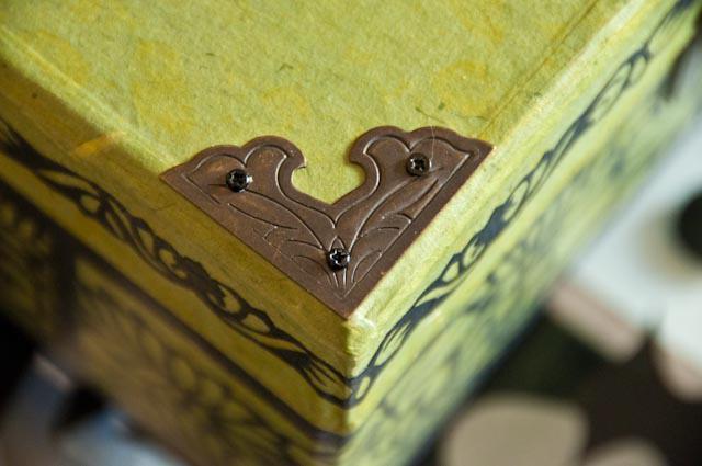 Jewelry box - green -corners