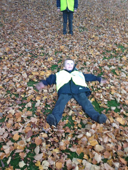 Playing in the Autumn leaves (6)