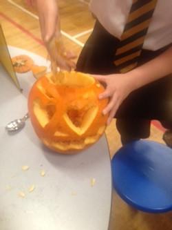pumpkin carving neilston_edited