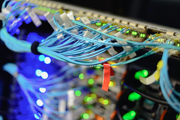 working-servers-in-data-center-RYUBDKN.j