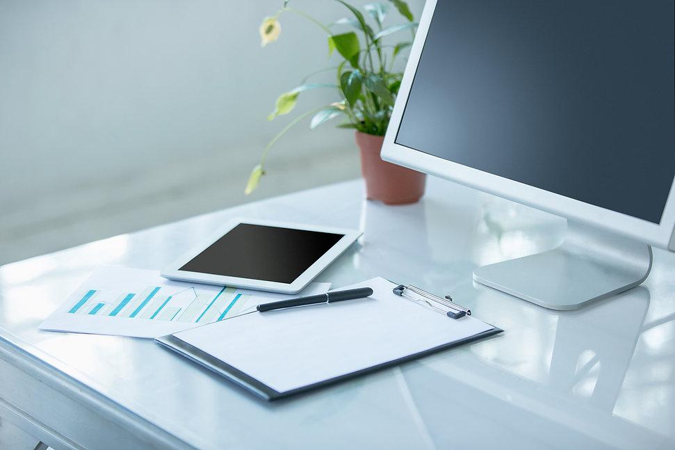the-abstract-office-desktop-P69CGLJ.jpg
