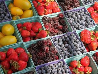 Ягоди та фрукти подорожчають а 10-15%