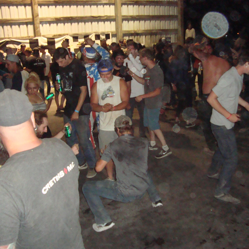 It's a DirtQuakeUSA Dance Party 08453