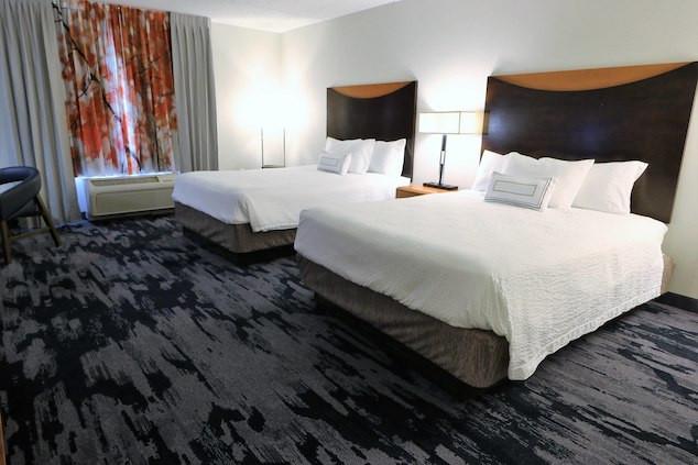satdw-guestroom-4526-hor-clsc.jpg