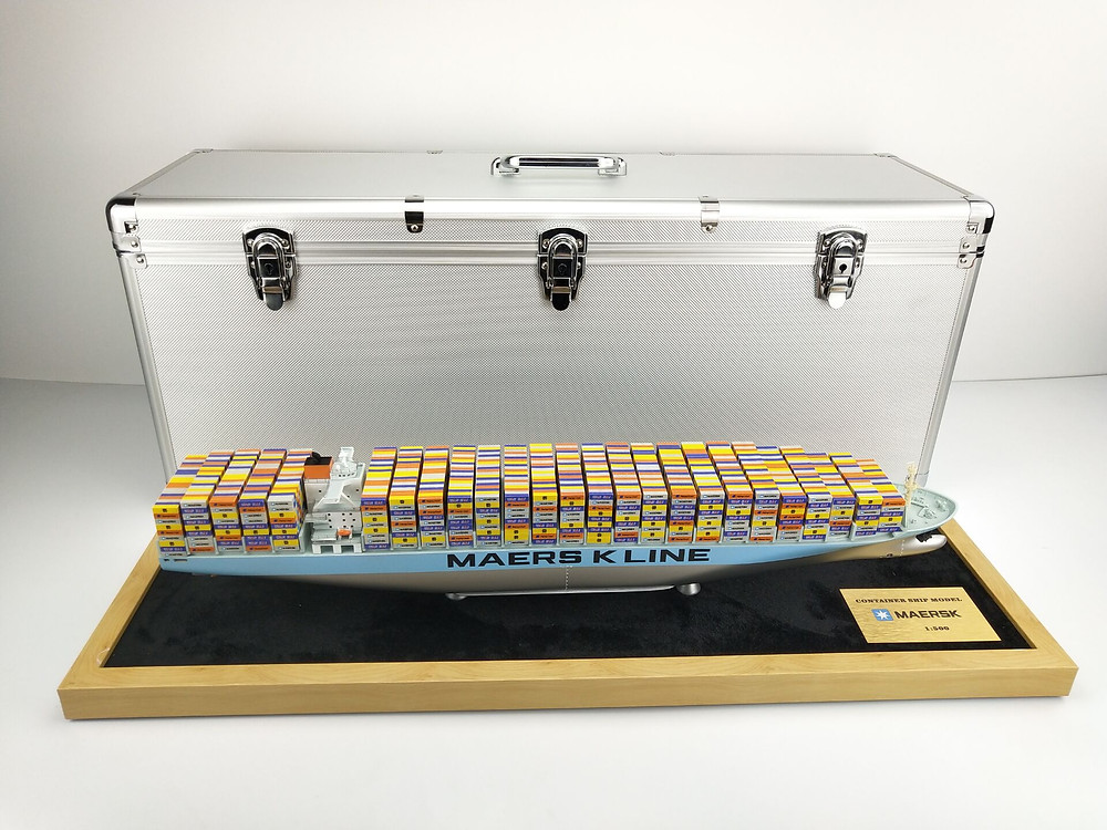container ship model toy
