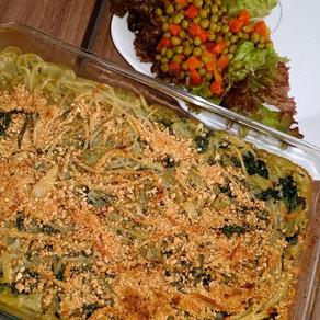 Spaghetti al horno en salsa blanca y espinaca