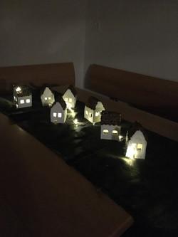 Beleuchtete Häuser