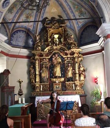 eleanore playing in Antonius Kapelle