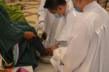 09_Washing of the Feet (9).JPG