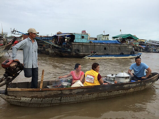 """Fixer in Vietnam organised 7-day shoot for Xtreme Media to film the program """"Swap Kerja"""" in Cai Rang floating market."""