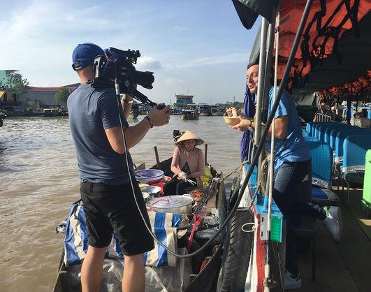 French Chef Michel Moran tried noddle at Cai Rang floating market