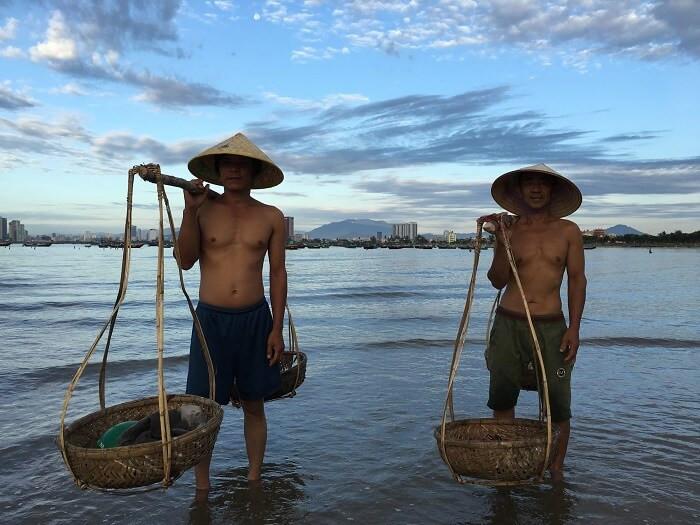 Vietnam fixer assisted Steve McCurry to take a photo shoot of fishermen in Da Nang