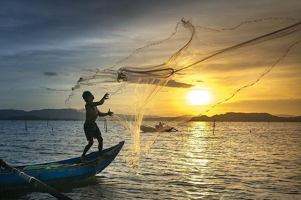 Fisherman-in-vietnam.jpg