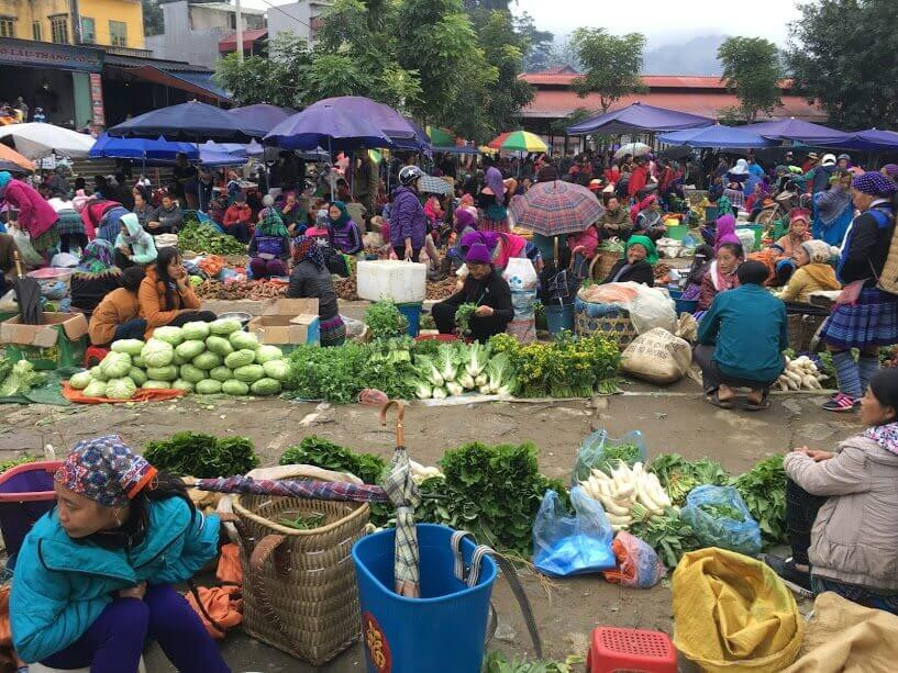 Filming in Vietnam and TVN film crew discovered the culture of ethnic minorities at Bac Ha market