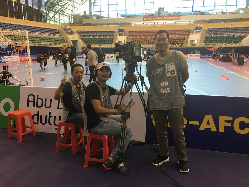 Andy Nguyen (standing) and Phuong Tuyen at AFC Futsal Club Championship - Vietnam 2017