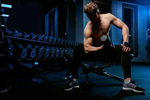 muscular-sportsman-training-arms-with-du